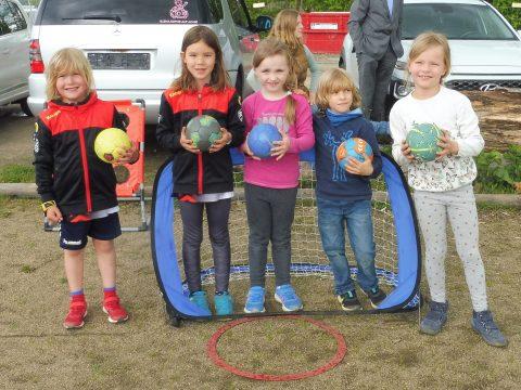 Handballtraining an frischer Luft in Kleingruppen